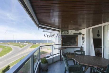 Apartamentos En Playa Mansa: Vaz5428a