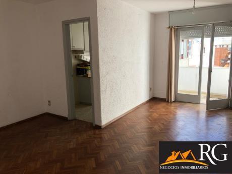 Apartamento 1 Dormitorio Sobre Rambla Oportunidad!