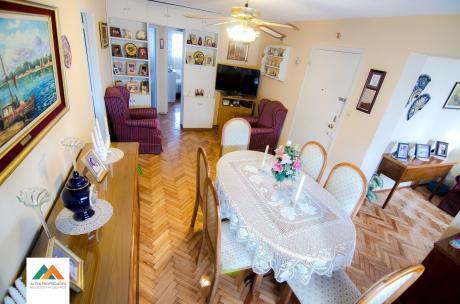 Apartamento En Excelente Estado, Hermosas Vistas, 3 Dormitorios, Cochera