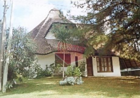 Casa En Playa Brava En Alquiler Anual - Ref: 1094