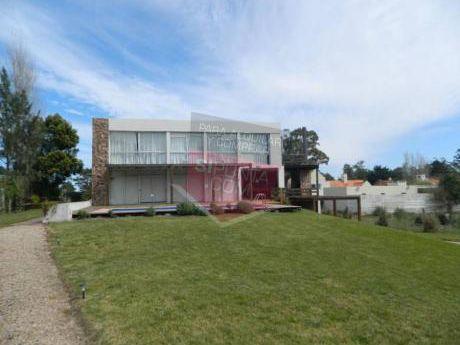 Casa En Alquiler Y Venta Con Piscina En La Barra - Ref: 137
