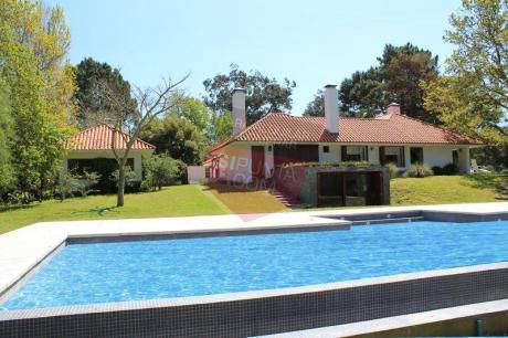 Playa Brava, 5 Dormitorios - Ref: 1408