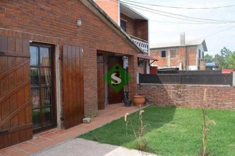 2 Casa En Barrio La Sonrisa-se Permuta- - Ref: 44721