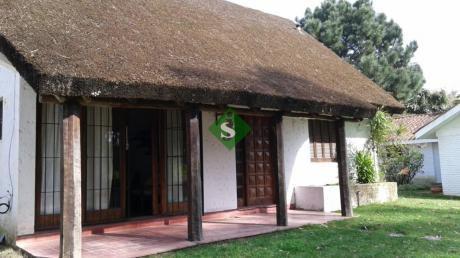 Pinares, 2 Dormitorios Muy Lindo Lugar- Se Permuta Por Apto.