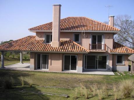 Casa Altos De La Tahona. 4 Dorm + Serv - Excelente Terminacionaes