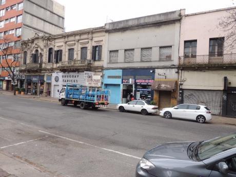 Local Comercial En Alquiler Montevideo. Gran Metraje.