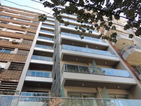 Apartamento En Pocitos, 2 Dormitorios, 2 Baños, Garaje Doble