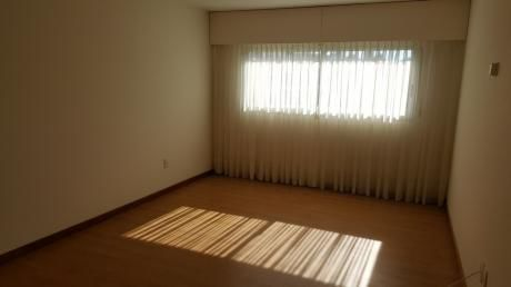 Divino Apartamento Sobre Rambla De Punta Carretas, En Zona Exclusiva