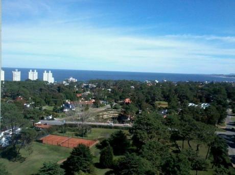 Apartamento En Punta Del Este Con Vista Al Mar Y Todos Los Servicios