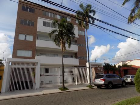 Departamento En Alquiler, Barrio Hamacas