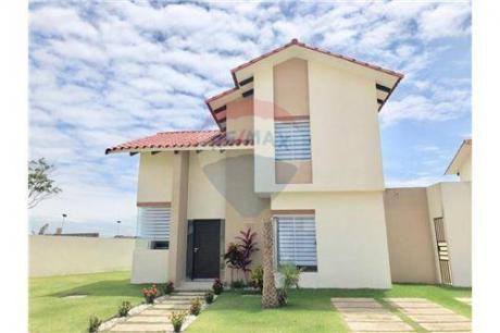 Hermosa Casa En El Condominio Santa De La Colina Urubo