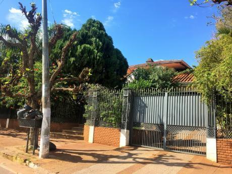 Casa Con Amplio Terreno Sobre Asfalto