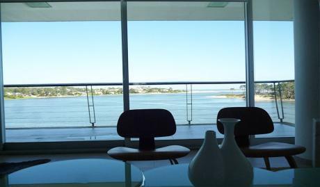 Moderno. Espectacular UbicaciÓn. Vista Al Mar.