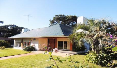 Hermosa Casa En Punta Del Este A 300 Mts Del Mar.