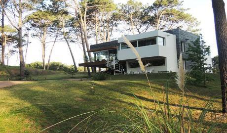 Casa Moderna. Cálida. Con Vista A Cancha De Golf.