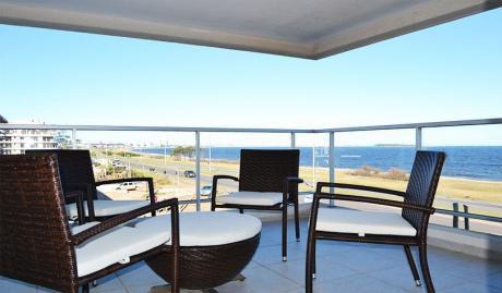 Frente Al Mar. Playa La Mansa. Hermoso Departamento En Edificio Ville De Mer.