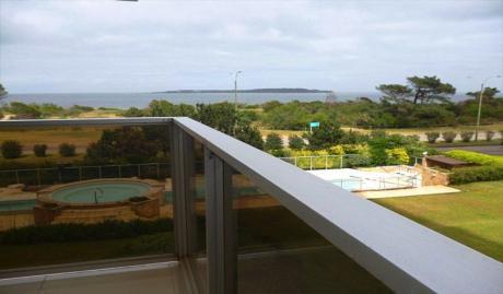 Oportunidad !!! Playa Mansa. Hermosa Vista Al Mar. Edificio De Gran Categoría.