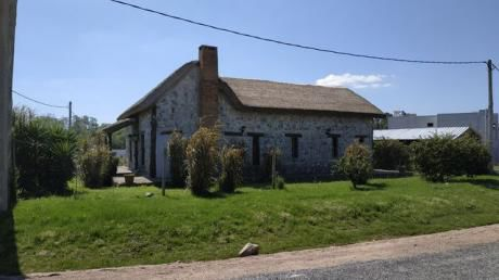 Casa De Piedra En Colonia Nicolich
