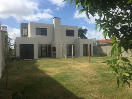 Moderna Y Luminosa Casa A Estrenar En Rambla De Shangrilá