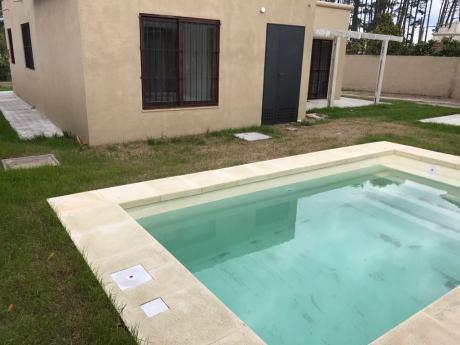 Hermosa Casa, Reciclada A Nuevo, Al Sur.