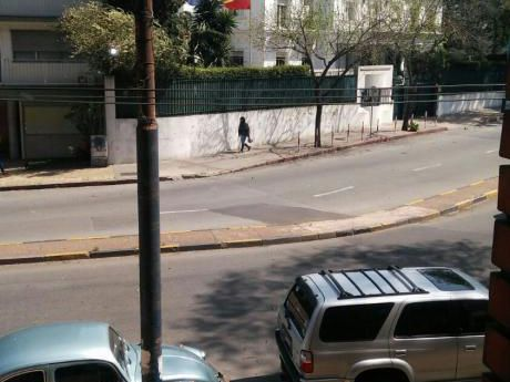 Apto. Sobre Avenida Prox. A Embajada De España