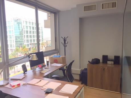 Oficina De 120m2 Equipada En Plaza Independencia