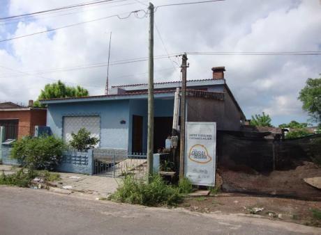 107796 - Casa De 2 Dormitorios En Venta En Melo- Cerro Largo