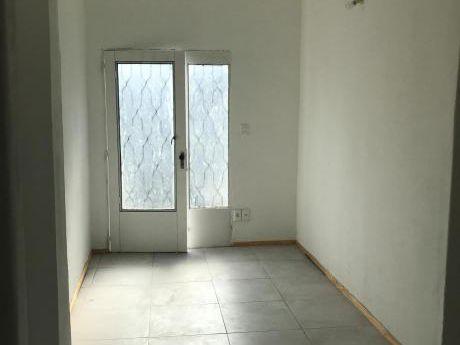 Apartamento De Un Dormitorio Tipo Casita A Estrenar.