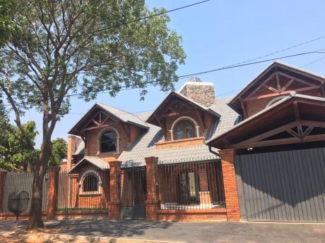 Vendo Amplia Casa En Lambare