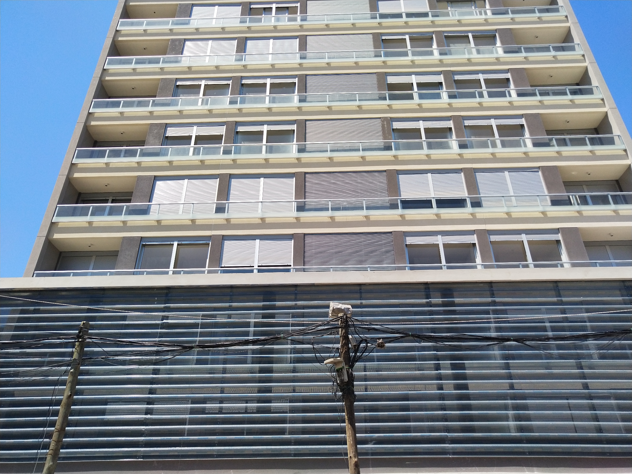 Edificio Lift Universita. Martin C. Martinez Y Brandzen