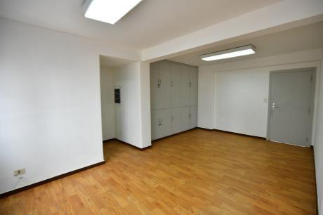 Alquiler De Oficina En Edificio Lider IV 187m2