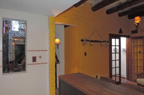 Vendo  Buena Y Cómoda Casa En 2 Plantas, 3 Dorm,  2 Baños, Gge