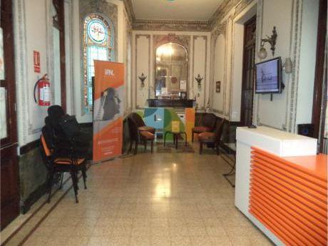 Excelente Casa De Oficinas En 250 M2 Edificados
