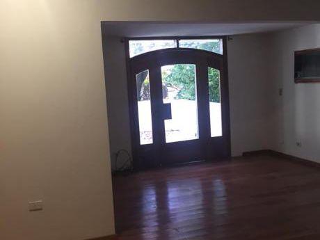 Alquilo Hermosa Residencia De 3 Niveles En Barrio Mcal.lopez