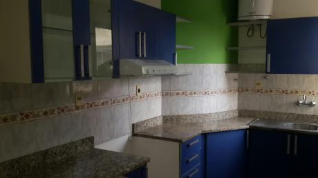 Amplio Dpto De Dos Dormitorios Zona Cpj / Mburucuya
