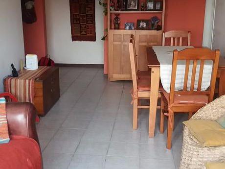 Venta De Apartamento 3 Dormitorios Buceo. Dos Cuadras Del Mar. Excelente Estado.