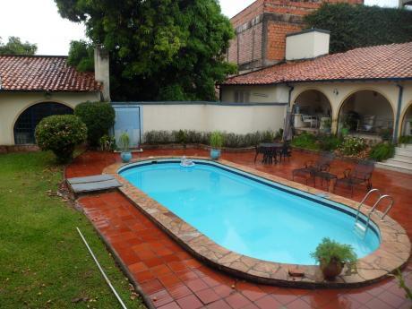 Residencia En Importante Barrio Cerrado