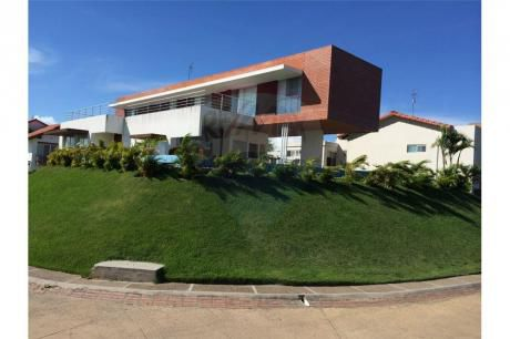 Hermosa Casa En El Urubo..