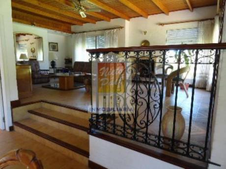 Casas En Playa Mansa: Nyp1342c