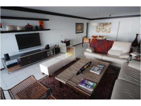 Apartamentos En Playa Mansa: Nyp2898a