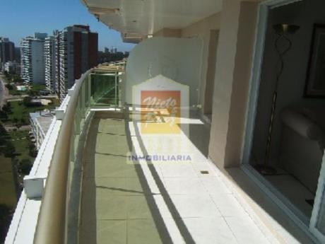 Apartamentos En Playa Mansa: Nyp6076a