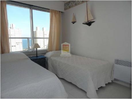 Apartamentos En Playa Mansa: Nyp670a