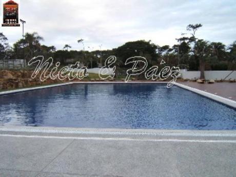 Apartamentos En Playa Mansa: Nyp8798a