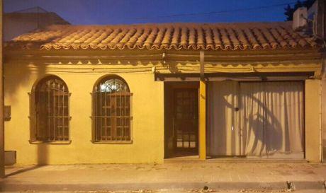 Venta De Casa En Melo. Mas De Cuatro Habitaciones Y Con Local Comercial