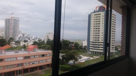 Apartamento Con Servicio De Mucama Cerca De La Mansa Y Brava