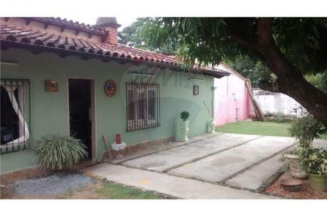 Casa En Esquina Fernando De La Mora, Zona Los Jardines