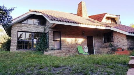 Excelente Residencia!! 4 Dormitorios, Piscina, Playroom, Barbacoa!!