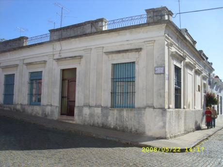 En El Casco Historico De La Ciudad, Antigua Casa En Esquina