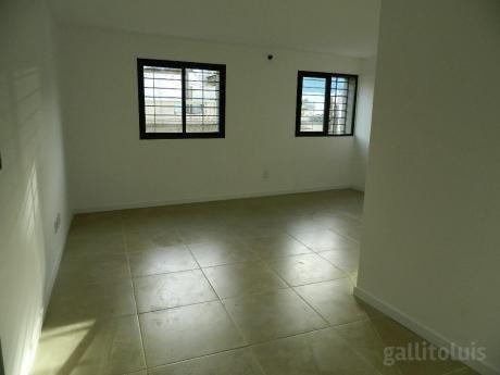 Apartamento De Dos Dormitorios. A Estrenar Con Patio O Terraza