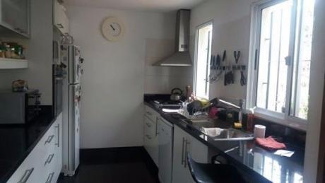 Impecable Casa Reciclada Con Fondo Para Entrar Ya !!